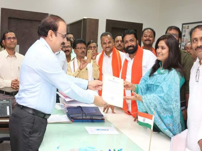 Yavatmal Washim Election Result 2019: Shiv Sena bhavana gawali win   महाराष्ट्र लोकसभा निवडणूक निकाल 2019 :भावना गवळी यांना विजयी प्रमाणपत्र प्रदान