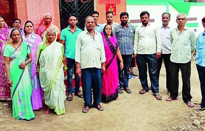 Maharashtra Assembly Election 2019: Godhani residents boycott voting for roads | Maharashtra Assembly Election 2019 : रस्त्यांसाठी गोधनीवासीयांचा मतदानावर बहिष्कार