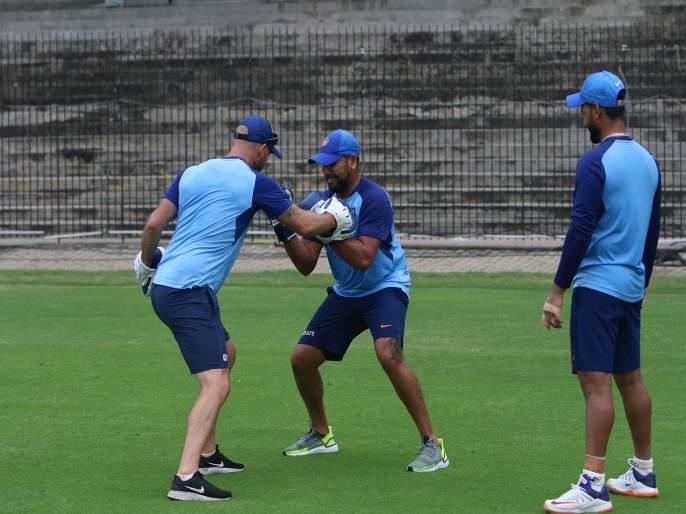 India vs West Indies : Shardul Thakur set to replace injured Bhuvneshwar Kumar for the ODI series   टीम इंडियात मुंबईच्या खेळाडूची एन्ट्री, विंडीजविरुद्धच्या वन डे मालिकेसाठी बोलावणं?