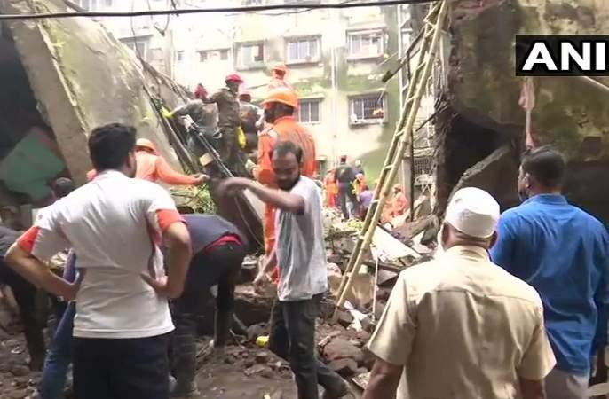 Bhiwandi building collapseLive Updates Rs 5 lakh assistance to the families of the victims of the accident in Bhiwandi | Bhiwandi building collapse : भिवंडीतील दुर्घटनाग्रस्त इमारतीतील मृतांच्या कुटुंबीयांना ५ लाखांची मदत