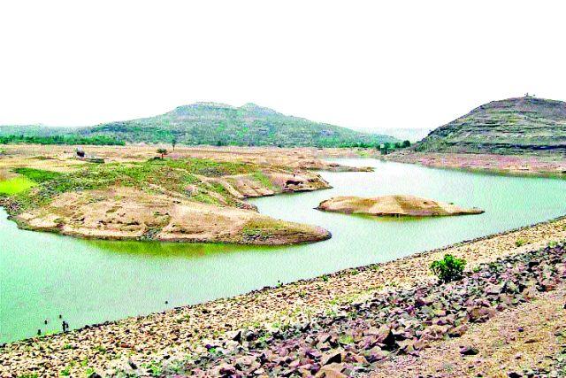 Bhojapur's sludge paused | भोजापूरचा गाळ उपसा रखडला