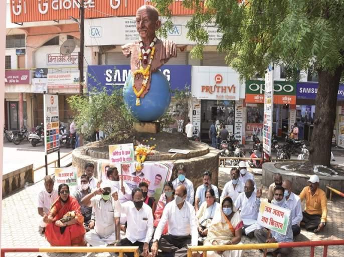 Factionalism erupted in Congress; Demonstration in front of party inspectors | काँग्रेसमधील गटबाजी उफाळली; पक्ष निरीक्षकांसमोरच प्रदर्शन