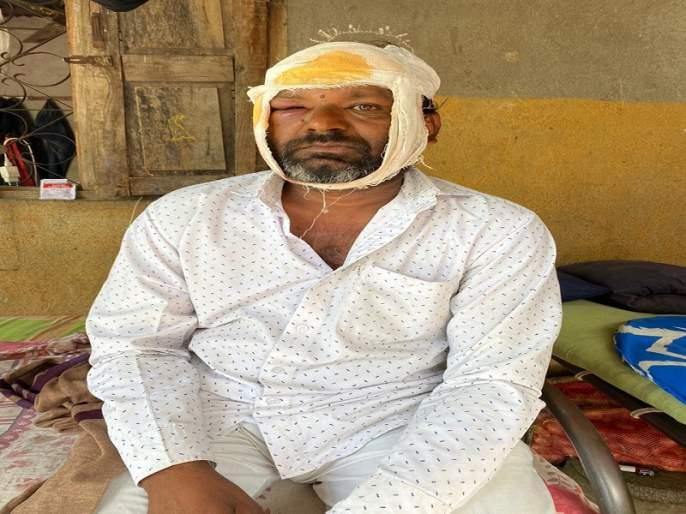 Leopard attack on farmer in Khospuri Shivara; Four goats | खोसपुरी शिवारात बिबट्याचा शेतक-यावर हल्ला; चार शेळ्या केल्या फस्त