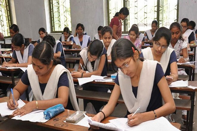 At the Examination Center, 4,000 students are giving the exam of XII   १०२ परीक्षा केंद्रावर ५१ हजार विद्यार्थी देताहेत बारावीची परीक्षा