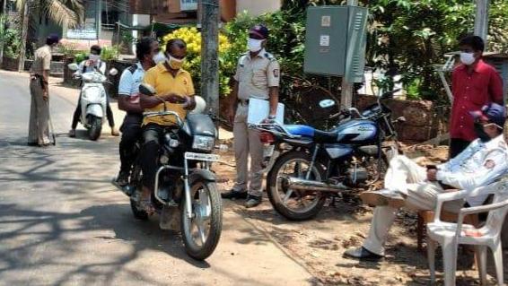 corona virus: E-challan dose from police to double seat two-wheelers in Satara | corona virus : साताऱ्यात डबलसीट दुचाकीस्वारांना पोलिसांकडून ई-चलनाचा डोस