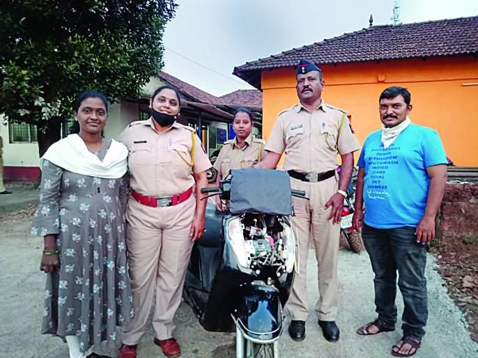 The stolen two-wheeler was found in Kolhapur after 11 months | कोल्हापूर येथील चोरीला गेलेली दुचाकी ११ महिन्यांनी सापडली