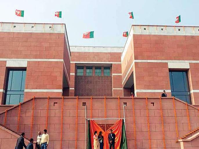 The ticket enthusiasts thronged the BJP headquarters   तिकीट इच्छुकांची भाजपा मुख्यालयात गर्दी