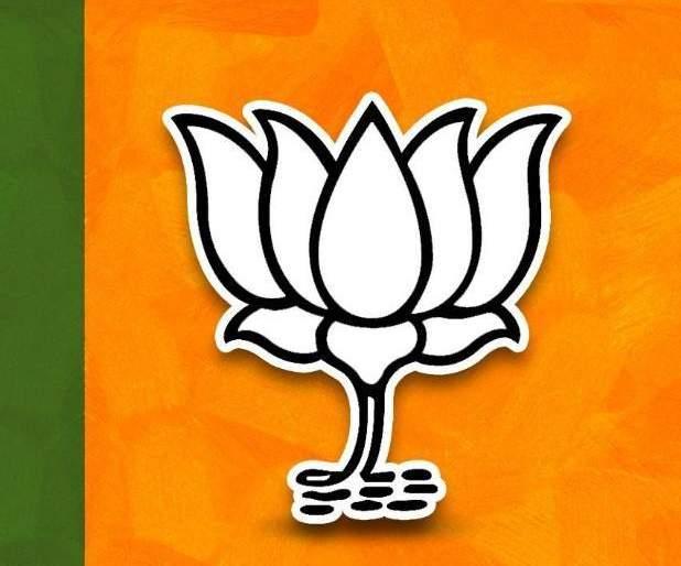 Maharashtra Vidhan Sabha Result: : BJP shocks, leading Congress NCP candidate in 3 of 5 seats in Pune | महाराष्ट्र निवडणूक निकालः भाजपाला धक्का, पुण्यातील ८ जागांपैकी ३ जागांवर आघाडीचे उमेदवार पुढे