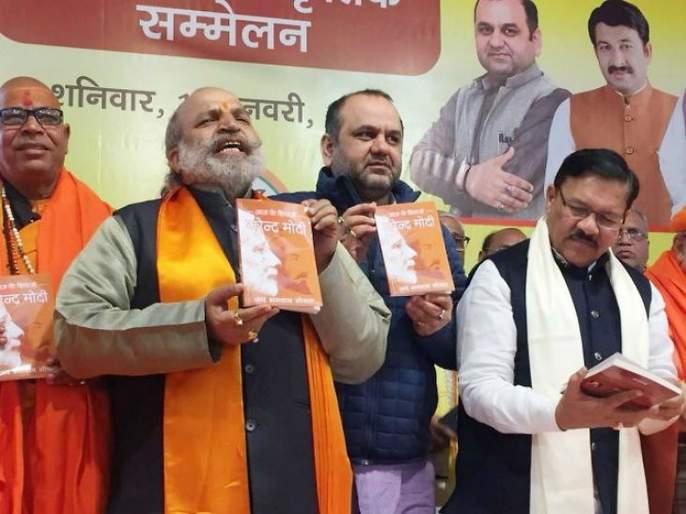 bjp leader sudhir mungantiwar speaks on aaj ka shivaji narendra modi book controversy | ब्रह्मांड असेपर्यंत छत्रपतींची बरोबरी कोणीही करू शकणार नाही; अखेर राज्य भाजपानं मौन सोडलं