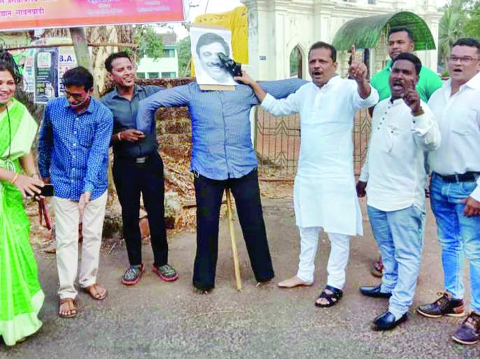 A symbolic statue of Vinayak Raut was burnt | विनायक राऊत यांचा प्रतीकात्मक पुतळा जाळला
