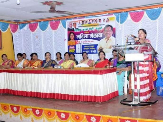 Maharashtra Election 2019: Goa's Chief minister's wife join in Rajan Teli's Election campaign   क कमळातला, आणि क कपाटातला! गोव्याच्या मुख्यमंत्र्यांच्या पत्नी भाजप बंडखोर उमेदवाराच्या प्रचारात