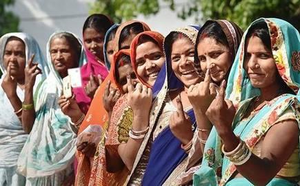 Mohol, Sangola constituencies have a low female electorate | मोहोळ, सांगोला मतदारसंघात महिला मतदारांचे प्रमाण कमी