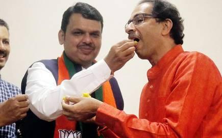 The Shiv Sena has to be satisfied on 120 seats in vidhansabha election | शिवसेनेपेक्षा भाजपा ४० जागा जास्त घेणार, २५ विद्यमान आमदारांचं तिकीट कापणार