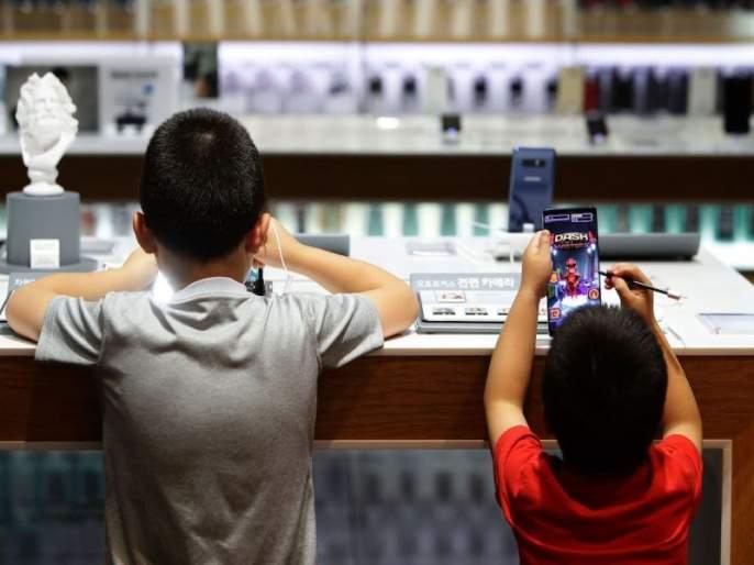 The father gave the mobile to play, the boy only found the father girlfriend in bengaluru | वडिलांनी 'गेम' खेळायला मोबाईल दिला, मुलाने त्यांचाच 'खेळ खल्लास' केला!