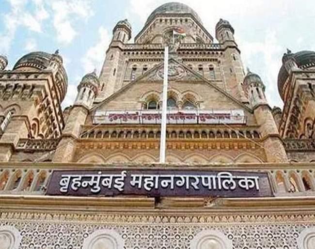 BJP corporators hold agitation at NMC headquarters   भाजप नगरसेवकांचे महापालिका मुख्यालयात धरणे आंदोलन