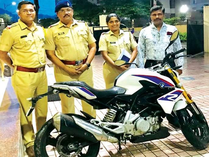 Expensive motorbike caught by police   ...अन् पोलिसांनी पकडली तब्बल १० लाखांची बाईक