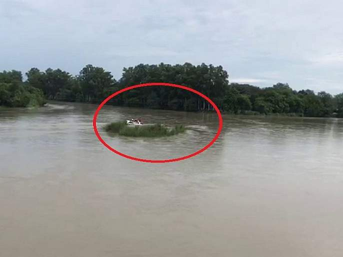 And in anger, the young man pushed his expensive car into the river | अन् रागाच्या भरात तरुणानं स्वत:ची महागडी कार ढकलली नदीत