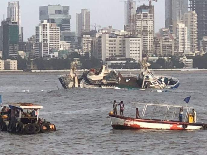 Suspended boat on the beach, inform the police if the person is found | समुद्रकिनारी संशयित बोट किंवा व्यक्ती आढळल्यास पोलिसांना तात्काळ कळवा