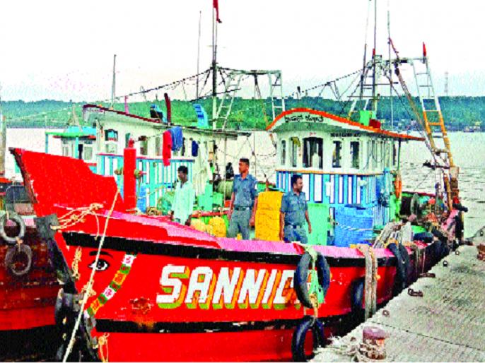 Fisheries operation to catch highspeed boats: | हायस्पीड नौका पकडली मत्स्य विभागाची कारवाई : देवगड समुद्रात अनधिकृत मच्छिमारी