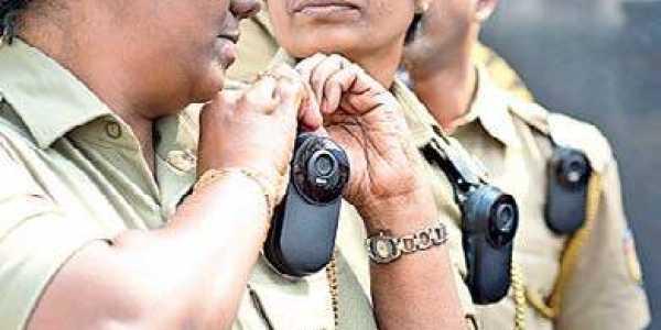 How does police deal with the people? Put cameras on the shoulders to capture: High Court | जनतेसोबत पोलिस कसे वागतात? कैद करण्यासाठी खांद्यावर कॅमेरे लावा : उच्च न्यायालय