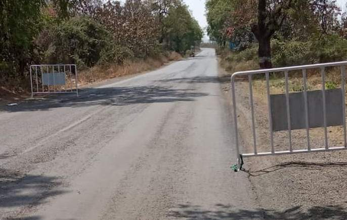Akola-Washim borders traffic slowdown   अकोला-वाशिम जिल्ह्याच्या सीमेवरील वर्दळ मंदावली!