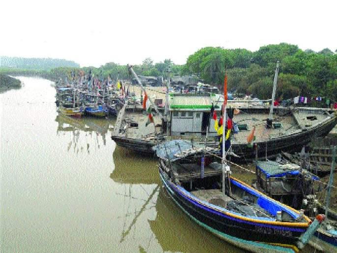 Boat licenses canceled: Army MLAs protested | नौकांचे परवाने होणार रद्द : सेना आमदारांनी केली होती आंदोलने