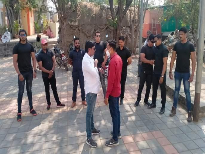 Ten bouncers brought for Sarpanch election in the baramati   बारामतीचा नादच खुळा! सरपंच निवडणुकीसाठी आणले चक्क दहा बाऊन्सर