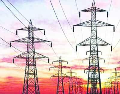 Electric climbs were lifted directly with electricity | वीज तारांसह थेट पोलही उखडून नेले