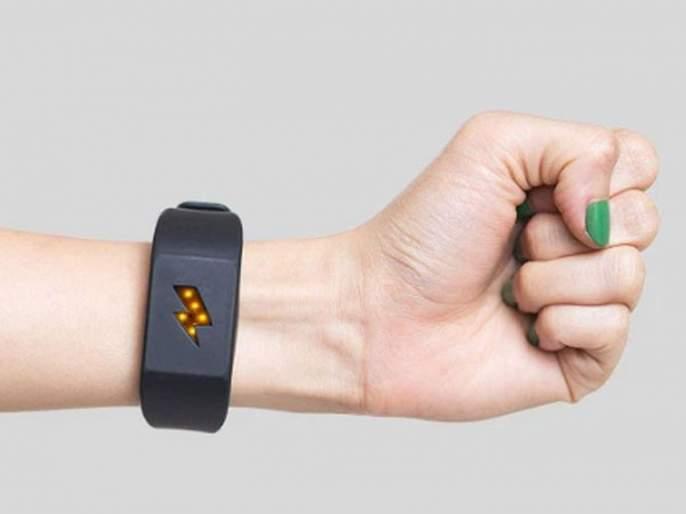 This bracelet give you zap when you will eat junk food | एक असं ब्रेसलेट जे तुमच्या वाईट सवयींसाठी तुम्हाला देणार शॉक!