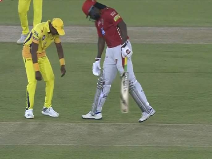 CSK vs KXIP, IPL 2018: Dwayne Bravo tied Chris Gayle's shoelaces on ground; fans are happy to see both players sports spirit | IPL 2018 : अन् गेल ब्राव्होला म्हणाला,.... भावा इकडे ये, बुटाची लेस बांध