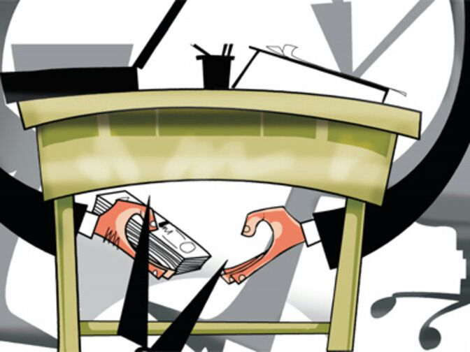 bribe cases increased in drought affected Marathwada region | मराठवाड्यात दुष्काळातही लाचखोरांचा सुकाळ