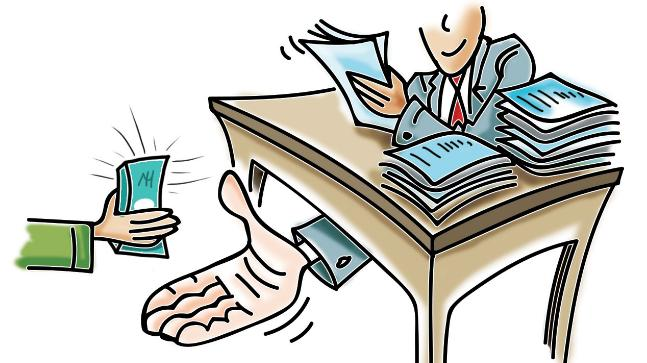 Five million bribe; Sarpanch, clergy with village workers | पावणे पाच लाखाचा अपहार; सरपंच, ग्रामसेवकांसह लिपिकावर कारवाई