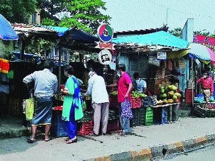 Hundreds of unauthorized peddlers in Ghansoli area   घणसोली परिसरात शेकडो अनधिकृत फेरीवाल्यांचे बस्तान
