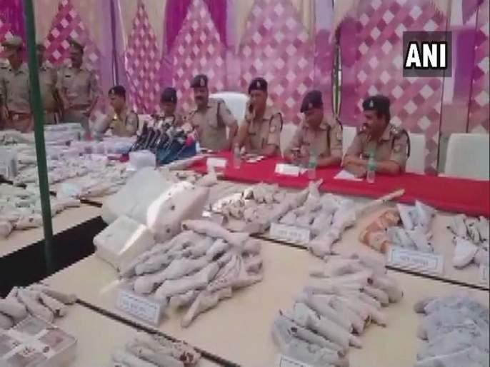weapons recovered in uttarpradesh bulandshahr | उत्तर प्रदेशमध्ये दारुसह मोठा शस्त्रसाठा जप्त