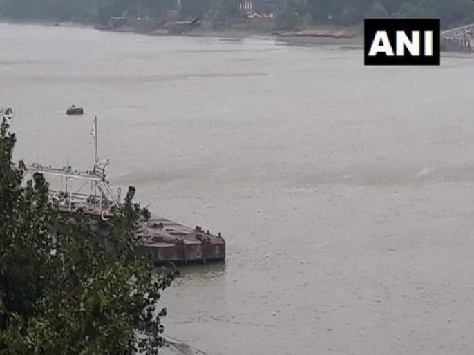 cyclone bulbul makes landfall two deaths reported   Cyclone Bulbul : ओडिशाच्या किनारपट्टीला 'बुलबुल' चक्रीवादळाचा तडाखा, दोघांचा मृत्यू