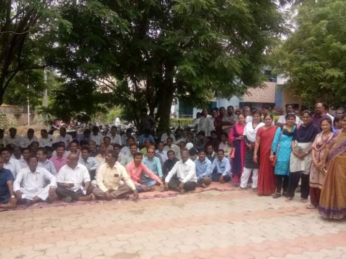 21,000 employees of Buldhana district participate in the strike | बुलडाणा जिल्ह्यातील २१ हजार कर्मचाऱ्यांंचा संपात सहभाग; कामकाज ठप्प