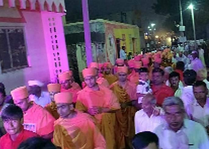3 Saints give a gift to Swaminarayan Temple of Songeer | सोनगीरच्या स्वामीनारायण मंदिरास १५० संतांनी दिली भेट