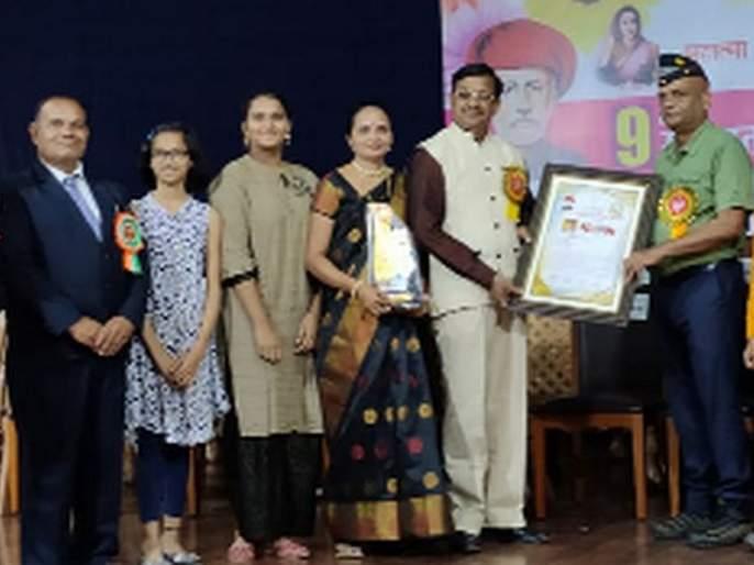 National Teacher Award awarded to Chitodkar | राष्टÑीय शिक्षक पुरस्कार चितोडकर यांना प्रदान