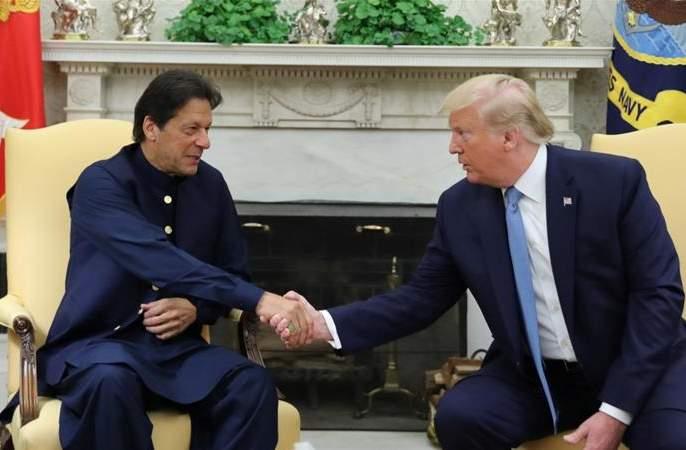 US to intervene in Kashmir case? Imran Khan meet donald Trump   काश्मीर प्रकरणी अमेरिका करणार मध्यस्थी? इम्रान खान यांनी घेतली ट्रम्प यांची भेट