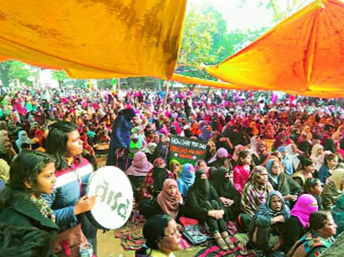 Shaheenbagh protest complete a month | शाहीनबाग : आंदोलनाला महिना पूर्ण, मागे हटण्यास महिलांचा नकार