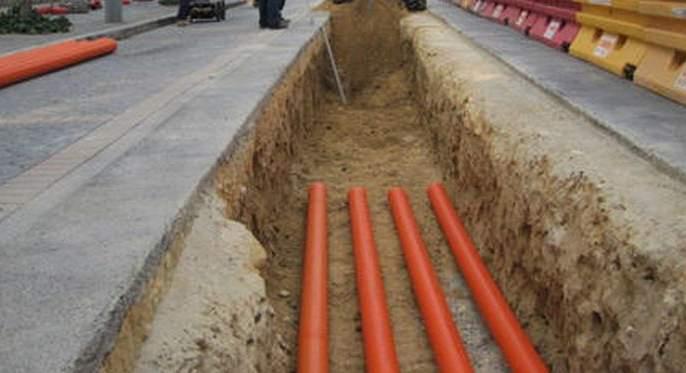 Mobile company confesses to unauthorized cable being layed in Akola   अकोल्यात अनधिकृत केबल टाकल्याची मोबाईल कंपनीची कबुली