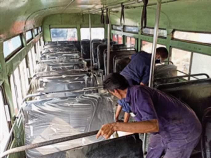 Shampoo and soda washing of 17,000 ST buses | १७ हजार एसटी बसेसची शाम्पू, सोड्याने धुलाई