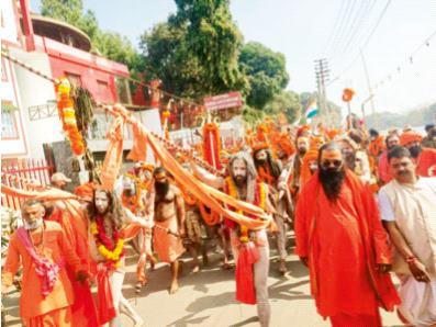 Without corona, the Ganges was flooded with faith and trust | कोरोनाची तमा न बाळगता गंगेला आला श्रद्धा व आस्थेचा पूर