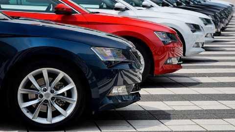 Kolhapurkar vehicle breaks down, sales decline by more than 5% BS3, the result of the recession | कोल्हापूरकरांच्या वाहनहौसेला ब्रेक, विक्रीत घट; बीएस ६, मंदीचा परिणाम