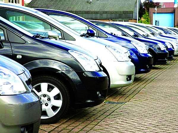A slight increase in passenger vehicle sales in October; Demand for bikes, however, declined | ऑक्टोबरमध्ये प्रवासी वाहन विक्रीमध्ये अल्प वाढ; दुचाकींच्या मागणीत मात्र घट
