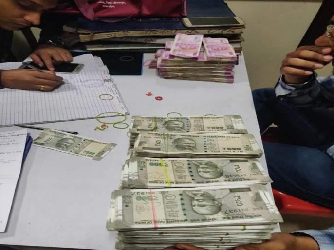 8 lakh 17 thousand rupees suspected amount seized | धारावीत8 लाख 17 हजार रुपयांची संशयितरक्कम जप्त