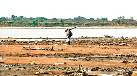 When the river overflows and the country collapses .. | नदी आटू लागते आणि देश कोलमडतो तेव्हा..