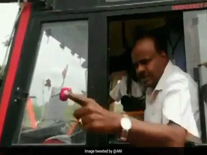 hd kumaraswamy snaps at locals on camera you voted for narendra modi | मतदान मोदींना अन् मदत मला मागता; कर्नाटकच्या मुख्यमंत्र्यांचा अजब सवाल