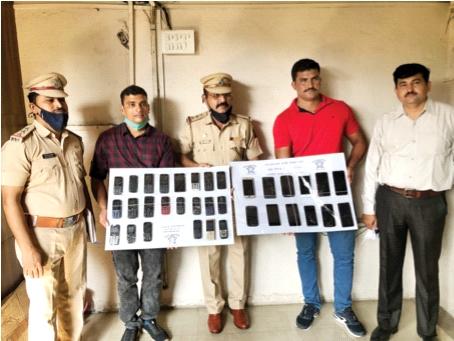 Accused arrested for seizing 34 stolen mobile phones | चोरीचे ३४ मोबाइल जप्त करत आरोपीला अटक