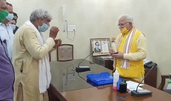 A jugaad of China machine worth Rs. 2 lakhs was made by a farmer for Rs. 20,000 haryana   2 लाख रुपये किंमतीच्या चायना मशिनचा देशी जुगाड, शेतकऱ्यानं 20 हजारांत बनवली